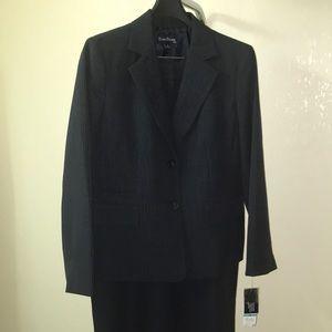 Evan Picone Suit  NWT